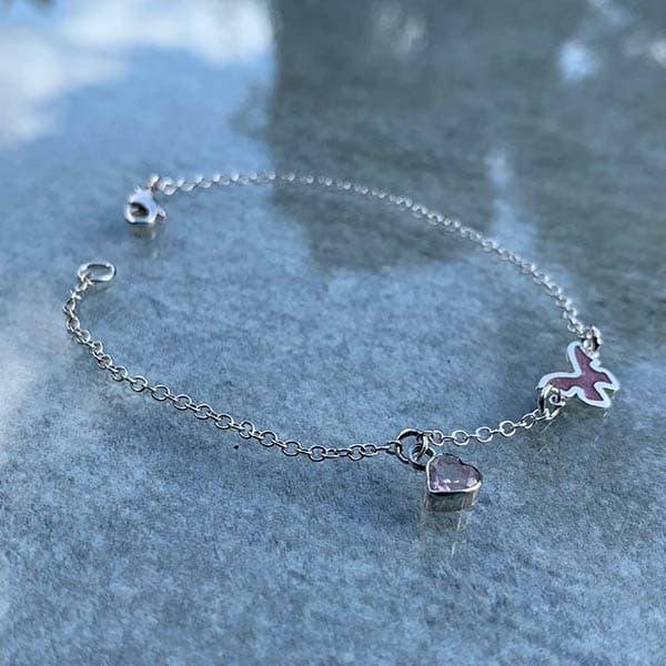 symboolarmband-vlinder-met-rozenkwarts-hartje