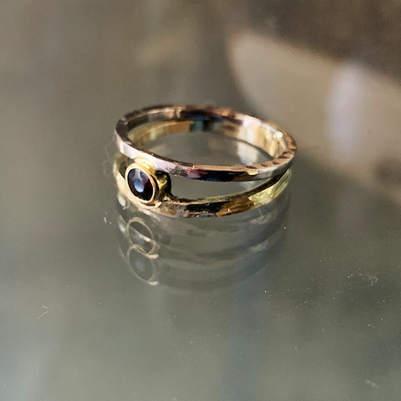 ring-met-dierbaar-goud