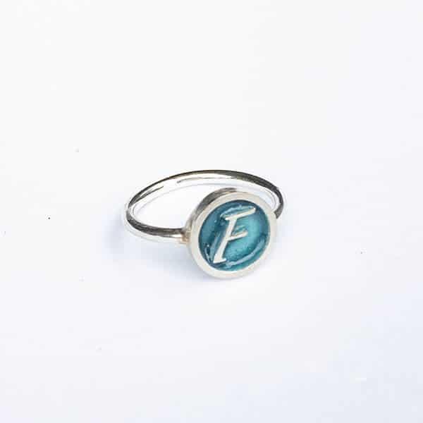 initial-ring-1-scheen
