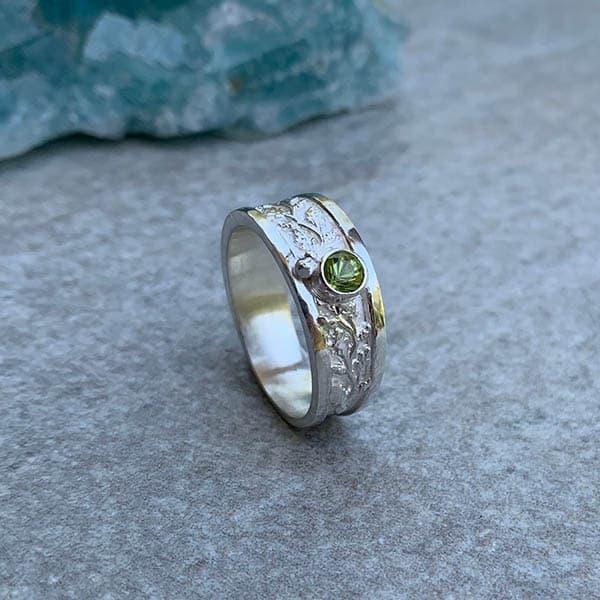 Zilveren-ring-peridoot-nature