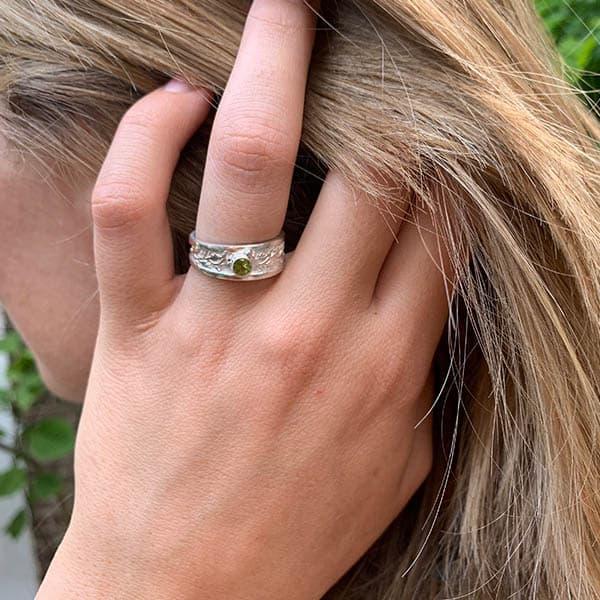 nature-ring-peridoot