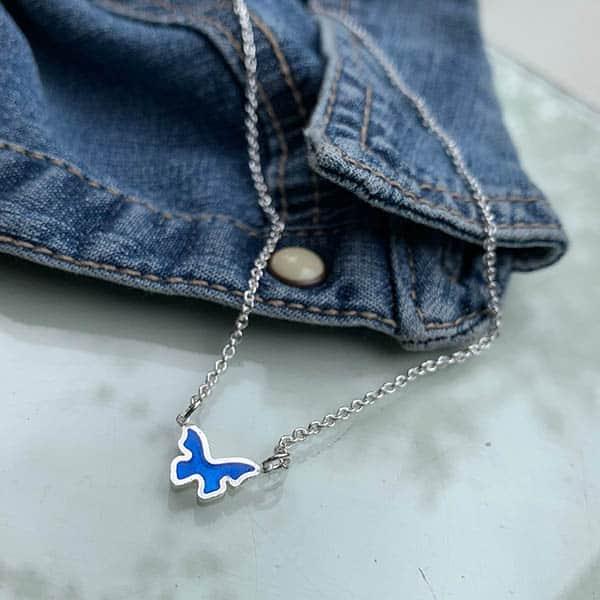 symboolhanger-vlinder-ketting-jeans