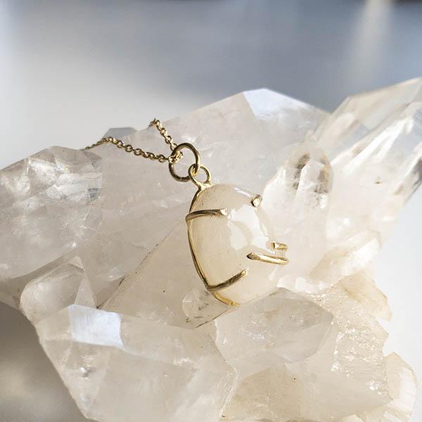 Moedermelkhanger-steen-hanger-goud