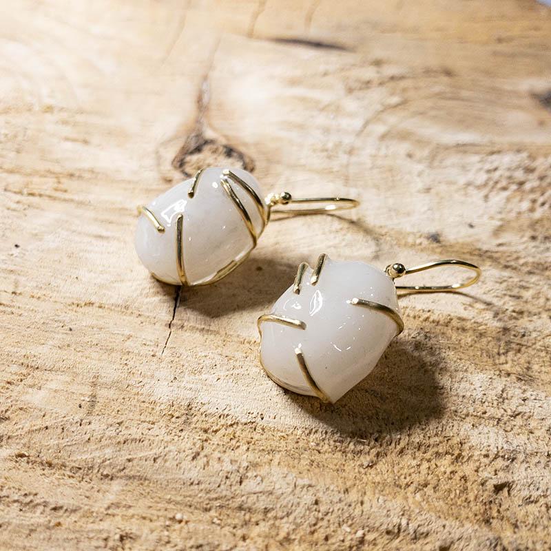 moedermelk-oorbellen-steen